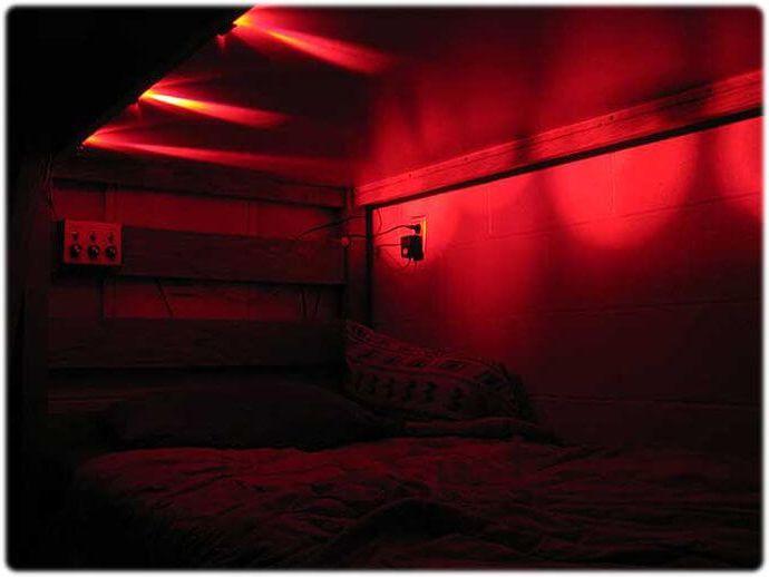 очаровательная красная лампочка