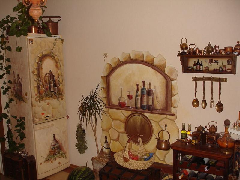 Рисунки на кухонной стене
