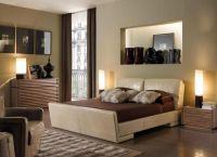 Оформление ниши в спальне зависит от её предназначения – место, куда можно положить книгу, или где хранится антиквариат