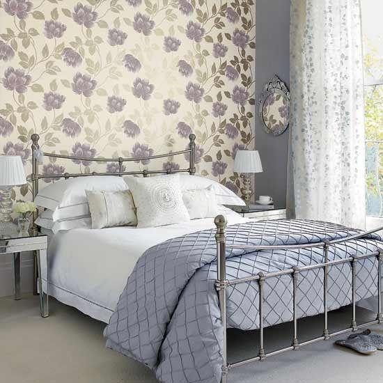 Оформление спальни обоями – самый оптимальный вариант со всех точек зрения, ни один другой отделочный материал не имеет такого богатства предложений