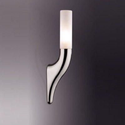 Около зеркала целесообразно расположить неброские светильники с равномерным светом