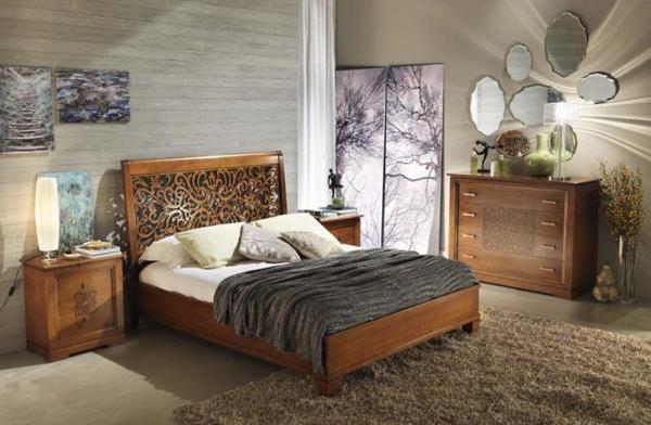 Орех богатством красок украшает фасад шкафа, тумбы, изголовье кровати.