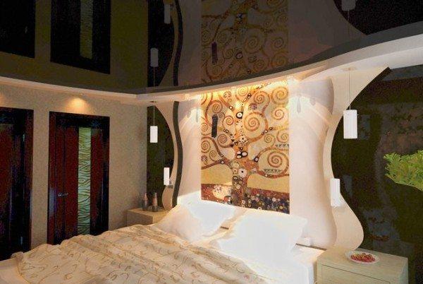 Особый шарм этой росписи придает отражение в натяжных глянцевых потолках