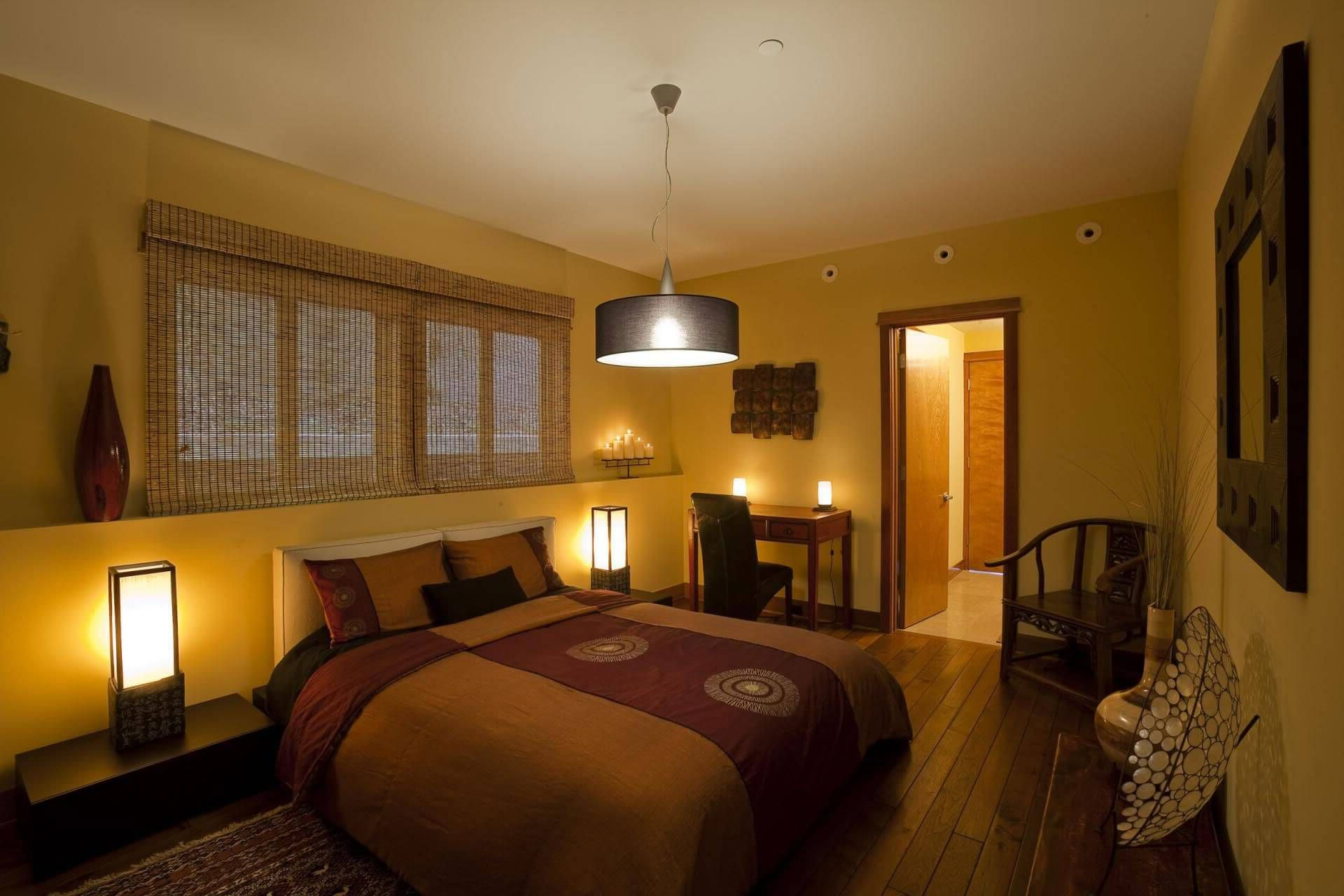 освещение спальни несколькими источниками света