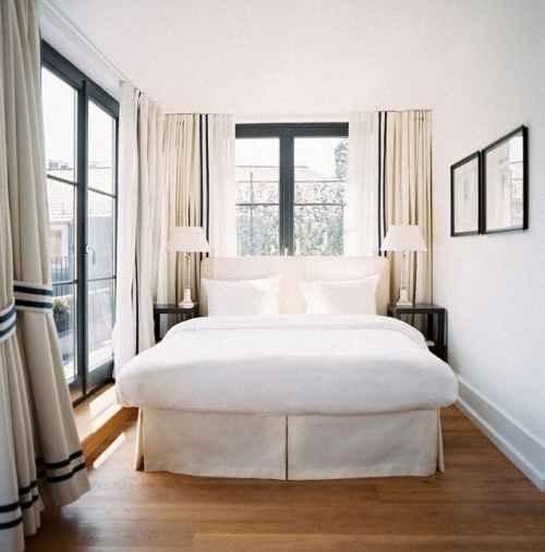 Пастельные тона прекрасно подойдут для отделки узкой спальни.