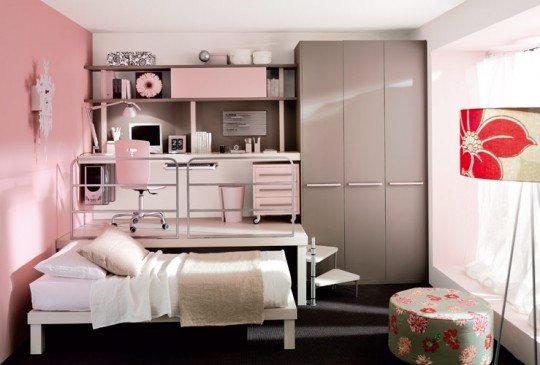 Подиумы в обстановке спальни – модное и функциональное решение.