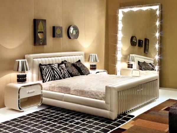 Подсветка для зеркала в спальне - дополнительный источник света.