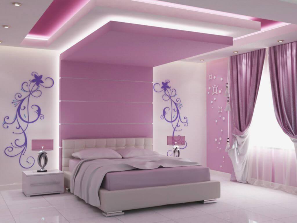 розовая спальня с гипсокартоном прямо над кроватью