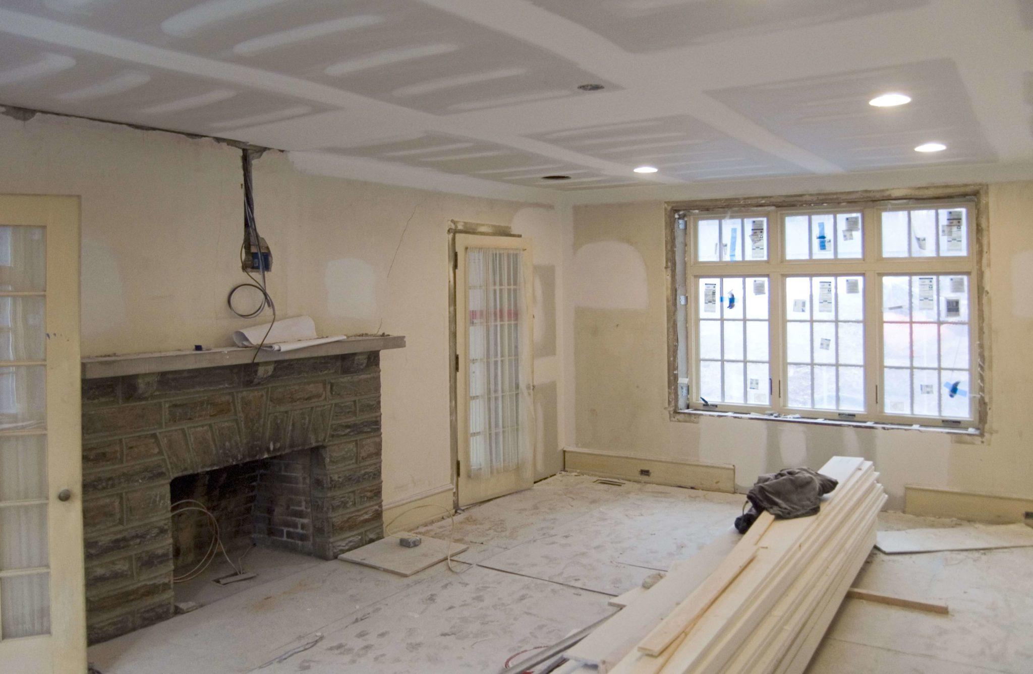 классический ремонт спальни с гипсокартонным потолком
