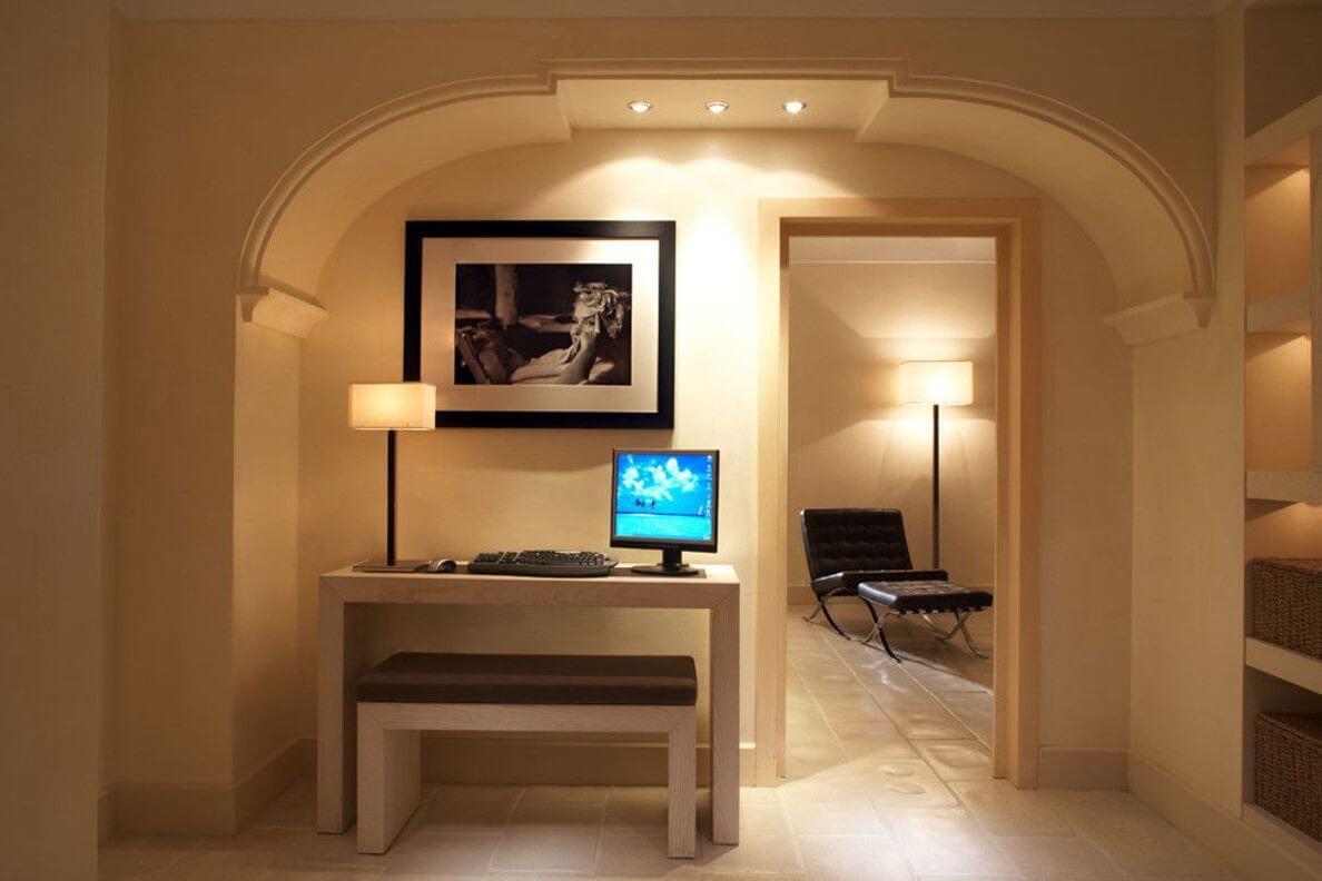 приятная спальня с гипсокартонным потолком