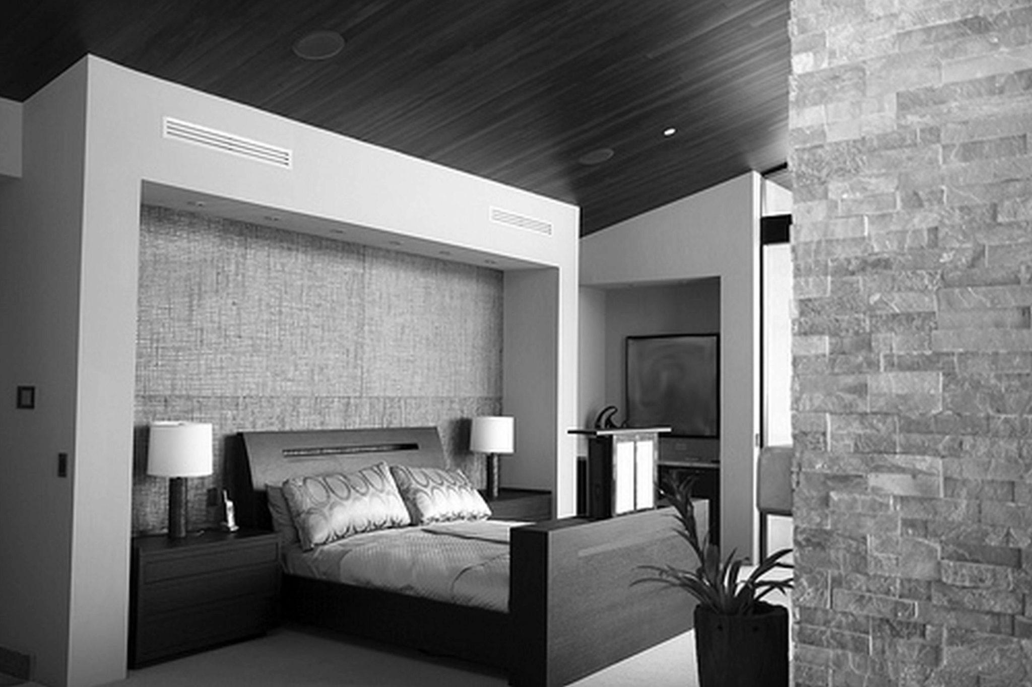 тёмный потолок в спальне из гисокартона
