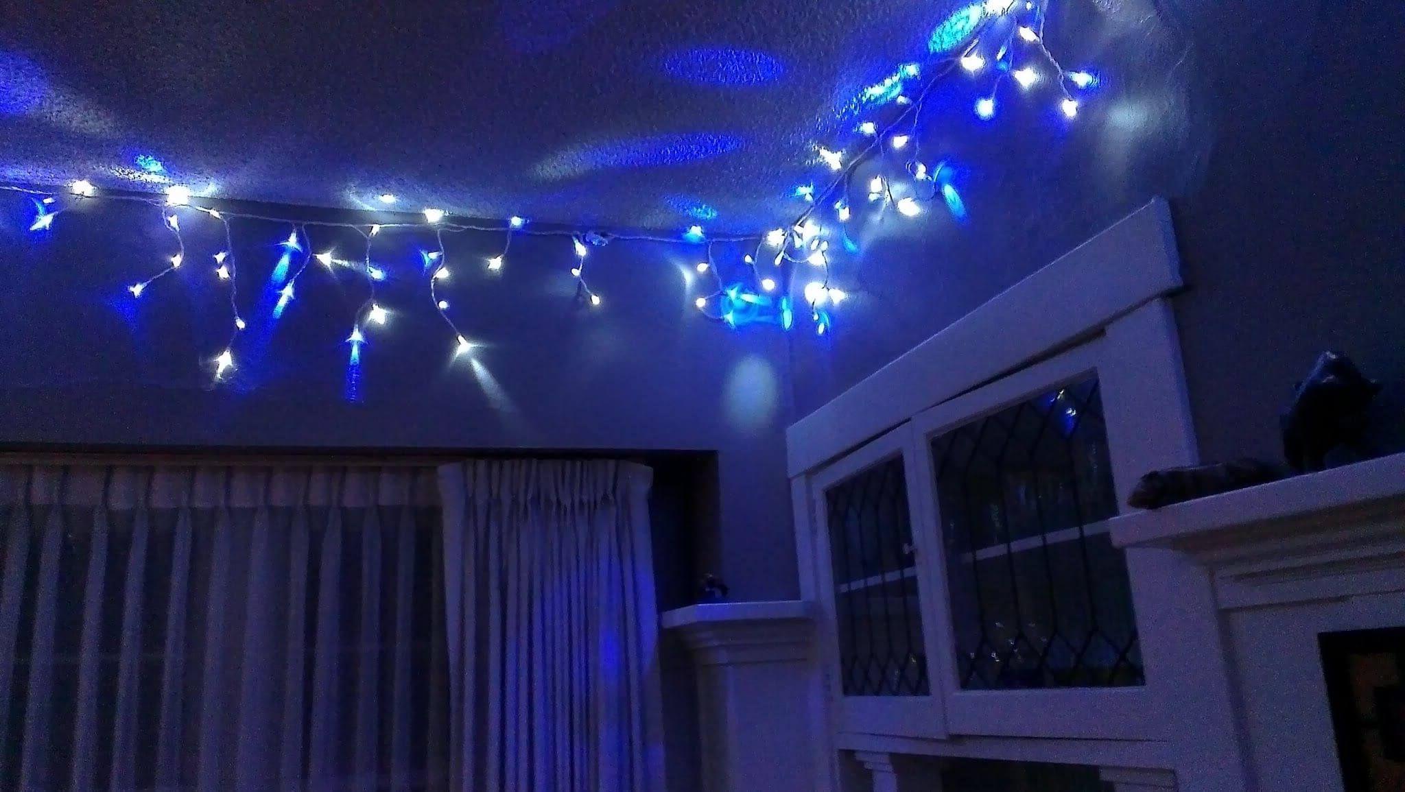 праздничное освещение в спальне