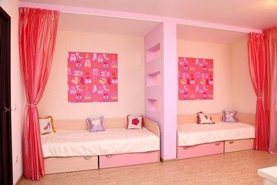 При необходимости можно спрятать спальные места от посторонних глаз.