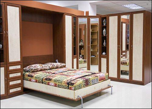 Пример мебели-трансформера – кровать, складывающаяся в шкаф