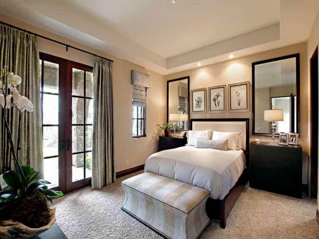 прохладная спальня с необычным источником света