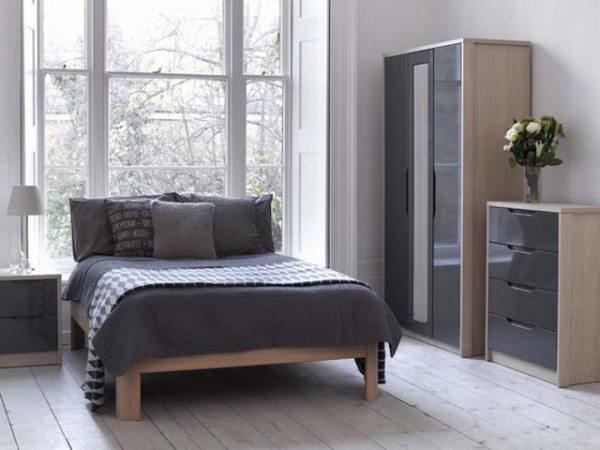 Простая модель комода в интерьере спальни