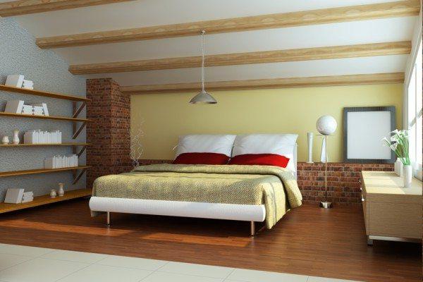 Просторная спальня в стиле лофт с балками на потолке.