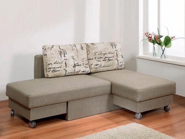 Простой угловой диванчик, который раскладывается, как трансформер