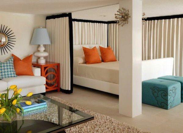 Разделение спальной и гостиной зон с помощью штор