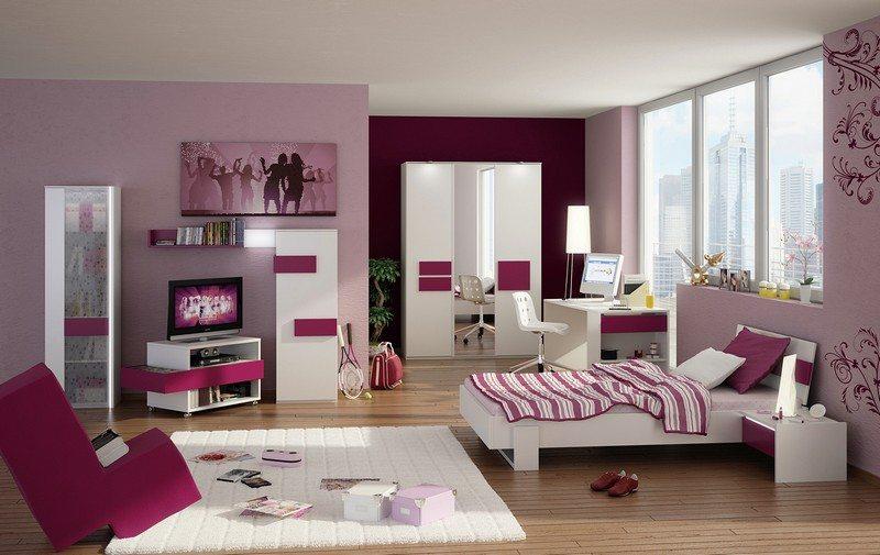 Различные оттенки одного цвета в сочетании с белым сделают комнату нарядной.
