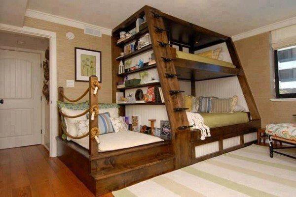 Реализация идеи для детской спальни – функциональная деревянная двухъярусная кровать с ящиками и подиумом – экономит место и выглядит очень стильно.