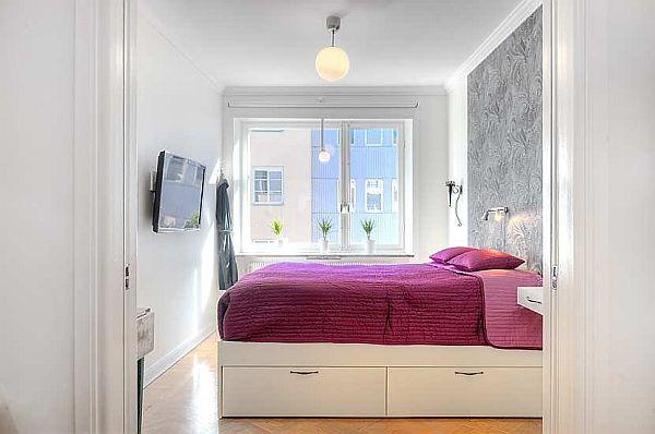Небольшую комнатку все же лучше оформлять в светлых тонах, тогда визуальное ощущение простора гарантированно!