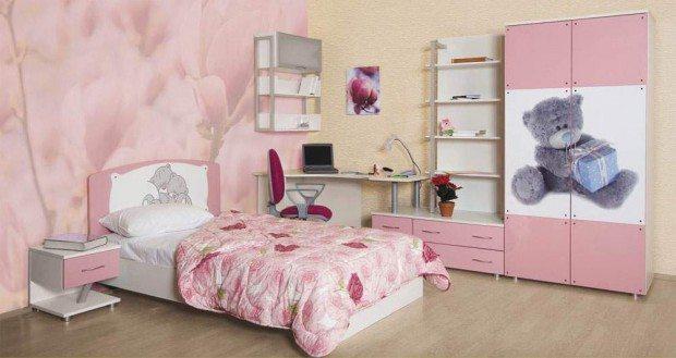 Романтическая спальня с минимальным количеством мебели