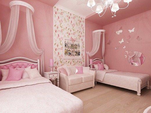 Романтичная спальня в розовых тонах, с роскошной обивкой и легкими балдахинами над кроватями