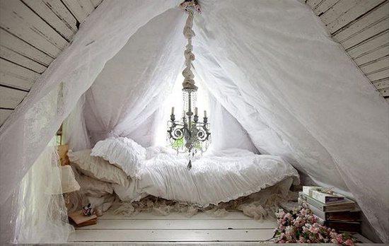 Романтичный и изысканный шебби-шик на дачном чердаке