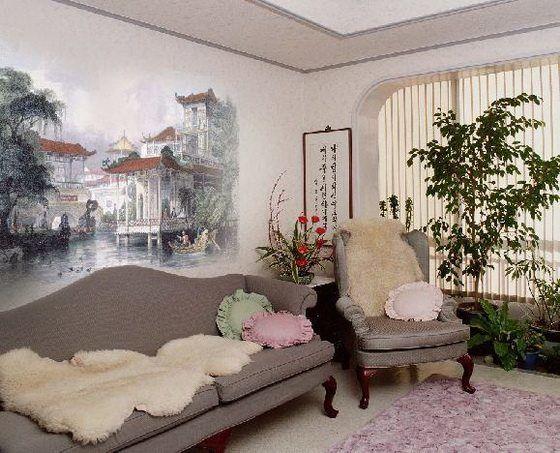Роспись на стене в гостиной