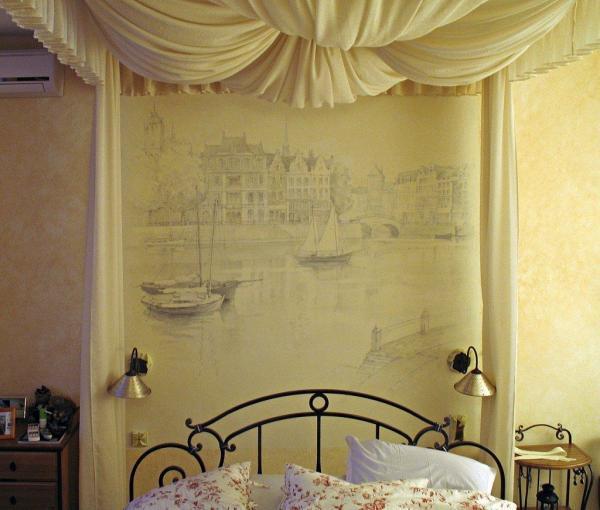 Роспись стены в спальне привнесет в нее средиземноморский дух.