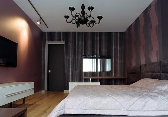 Слишком темные стены сделают комнату мрачной, но некоторые специально добиваются именно такого эффекта