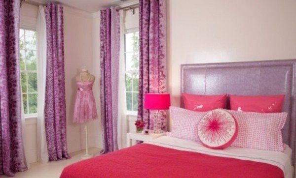 Сочные цвета тоже могут смотреться красиво в компактной спаленке