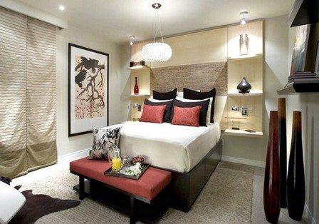 Согласитесь, без полок спальня выглядела бы не так привлекательно