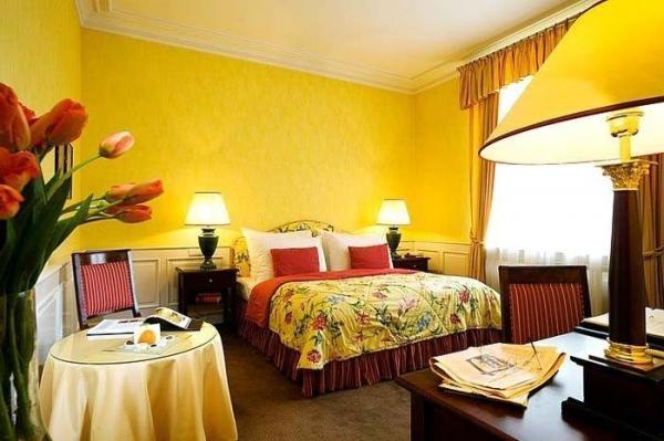 Солнечная и «счастливая» желтая спальня