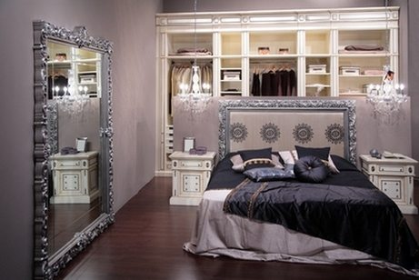 Совмещение спальни и гостиной в одной комнате – редкость невероятная, а вот спальни и гардероба – почему бы и нет, но только не в таком же виде (фото «J»)