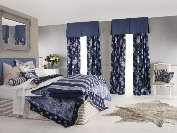 Спальня и шторы в классическом стиле