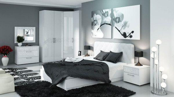 Спальня в черно-белых тонах.