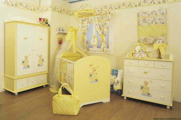 Спальня в светло-желтом тоне для новорожденного ребенка.