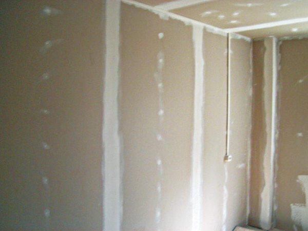 Стены, обшитые плитами