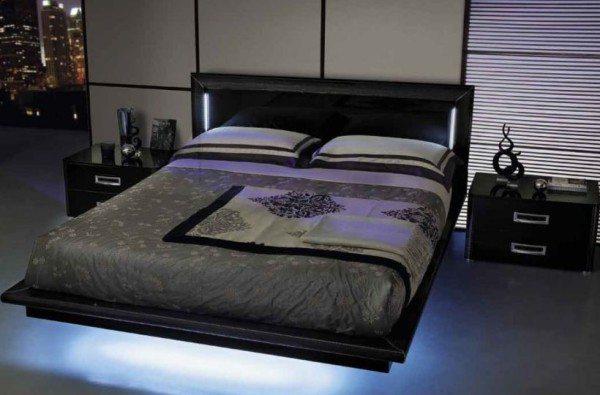 Стильная нижняя подсветка меняет геометрию комнаты