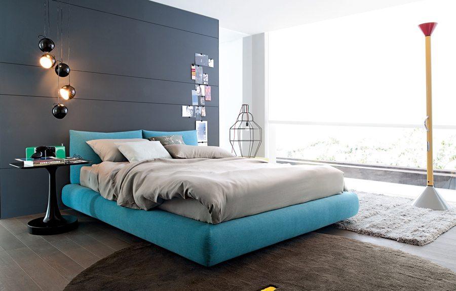 Стильная спальня, выполненная в серо – голубых тонах.