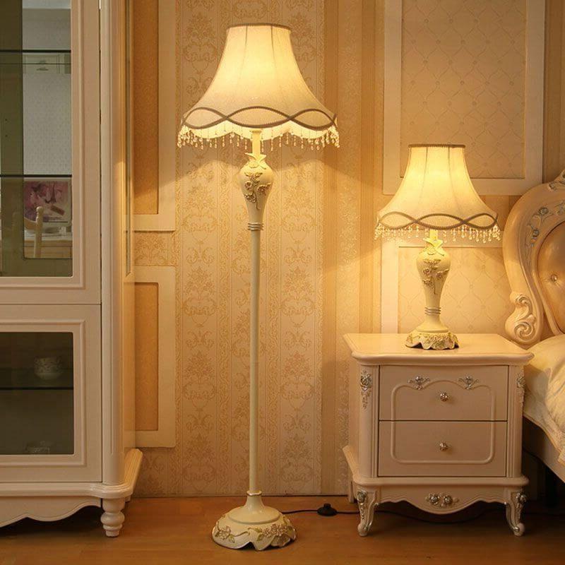 светильник в спальне в европейском стиле