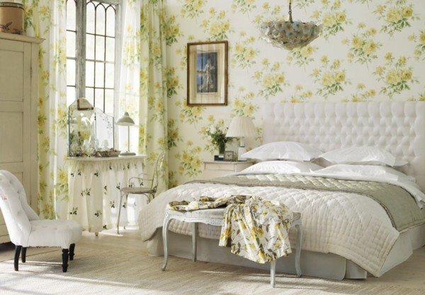 Светлая спальня в стиле классицизма