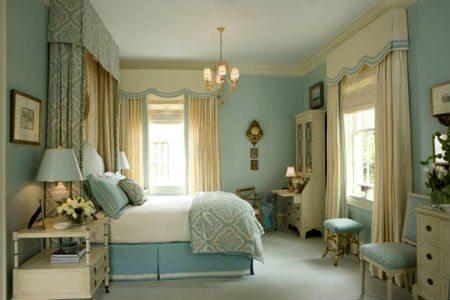 Светло-голубой оттенок в оформлении спальни: классика всегда в моде