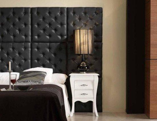 Такая стена подчеркнет стиль вашей спальни