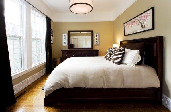 Темная мебель отлично смотрится в светлом помещении, превращаясь в главный элемент интерьера