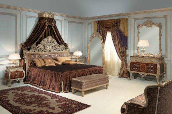 Царственное сочетание позолоты с цветом темного шоколада и белым фоном