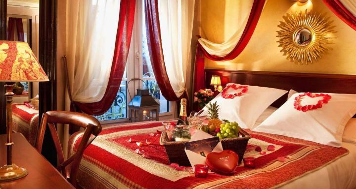 Украшение спальни для романтического вечера.