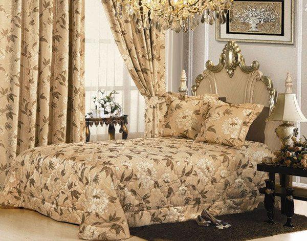 В консервативных стилях (классицизм, кантри) приветствуется одинаковая колористика текстиля.